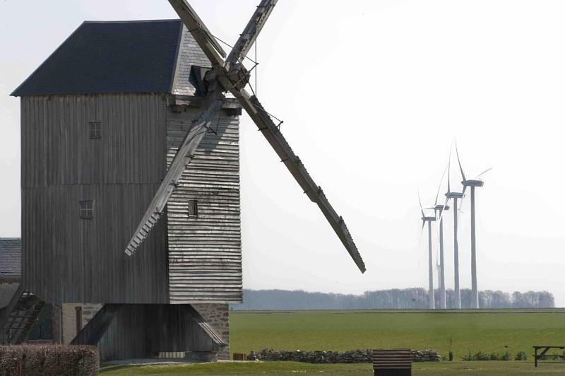 Moulin à vent et eoliennes